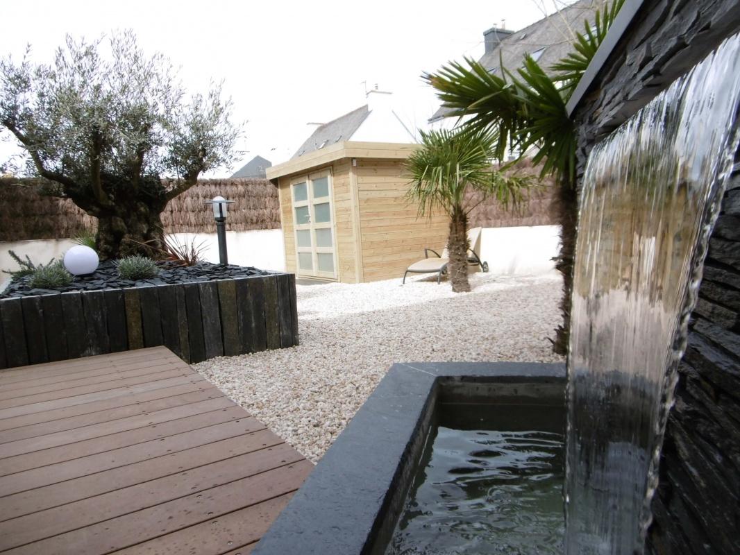 am nagement d 39 un petit jardin avec une fontaine vannes 3d paysage. Black Bedroom Furniture Sets. Home Design Ideas