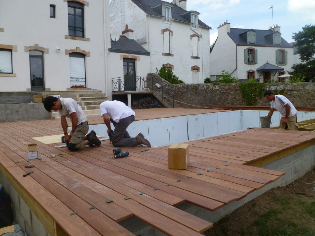 Am nagement d 39 un jardin avec terrasse en bois vannes 3d for Amenagement 3d